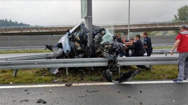 Stravična nesreća u Sarajevu: Od automobila je ostala samo olupina, žene su poginule