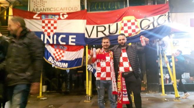 Grudecom Foto Zastave Sa Simbolima Hrvatske I Herceg